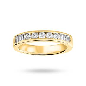 18 Carat Yellow Gold 0.50 Carat Brilliant Cut and Baguett ...